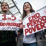 Scozia, proposta una legge per dare gli assorbenti gratis a tutte le donne