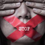 """Le donne vittime di violenza costrette a stare a casa per il Coronavirus:""""Ci chiedono aiuto mentre f..."""