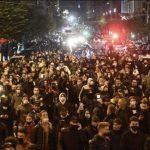 Caos a Napoli: in migliaia per le strade contro il coprifuoco e il lockdown