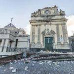 Due anni dopo la violenta scossa i territori dell'Etna ne portano ancora i segni.